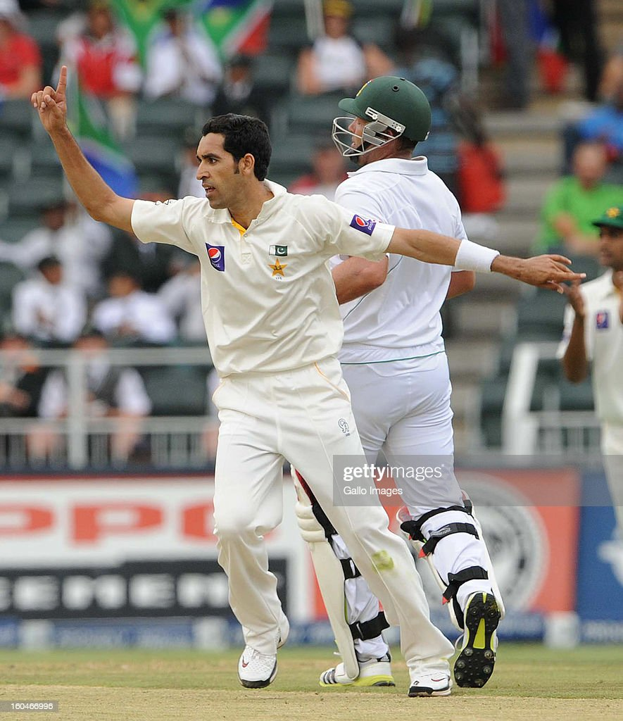 Umar Gul of Pakistan celebrates the wicket of Jacques Kallis of South Africa during day 1 of the first Test match between South Africa and Pakistan at Bidvest Wanderers Stadium on February 01, 2013 in Johannesburg, South Africa.