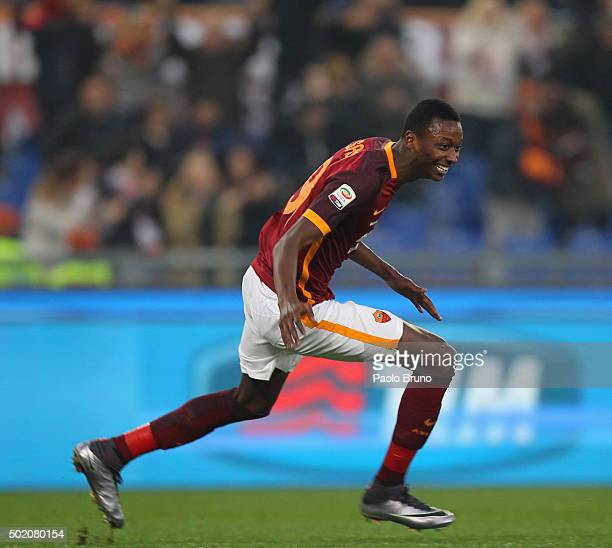 Umar Sadiq of AS Roma celebrates after scoring the team's second goal during the Serie A match between AS Roma and Genoa CFC at Stadio Olimpico on...