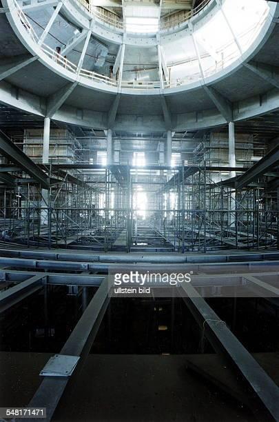 Umbauarbeiten im Inneren des Reichstags nach Plänen des Architekten Norman Foster Blick in den zukünftigen Plenarsaal Oktober 1997