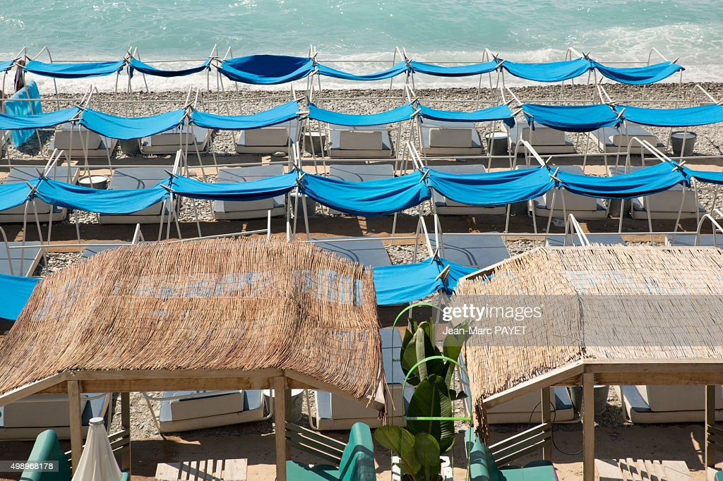 Umbrellas on the beach in Nice, France : Photo