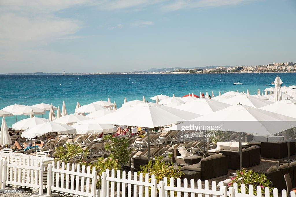 Umbrellas on the beach in Nice, French Riviera : Photo