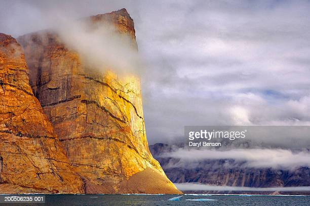 ummiguqjuaq rock face, clyde inlet, baffin island, nunavut, canada - baffin island stock pictures, royalty-free photos & images