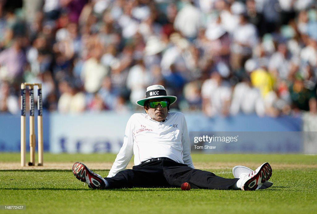 Umpire Asad Rauf takes a break during day 1 of the 1st Investec Test Match between England and South Africa at The Kia Oval on July 19, 2012 in London, England.