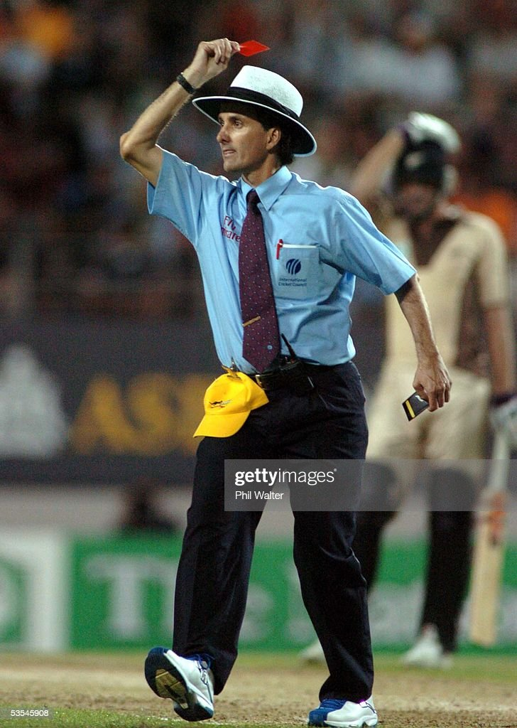 Umpire Billy Bowden Shows Australian Bowler Glen M : News Photo