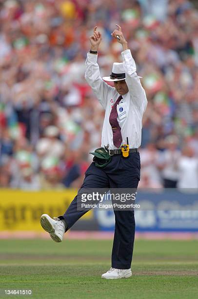 Umpire Billy Bowden signals six England v Australia 3rd Test Old Trafford Aug 05