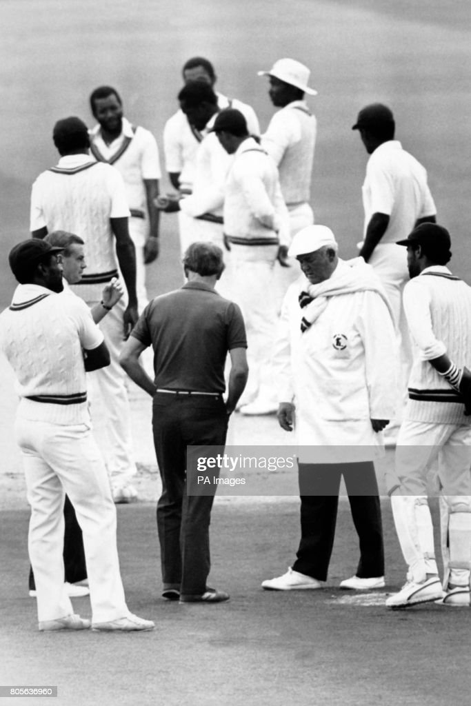 Cricket - England v West Indies - West Indies in England 1988 (4th Test) Venue Headingley, Leeds : News Photo