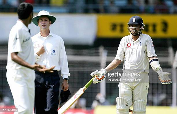 Umpire Simon Taufel mediates during an argument between England cricketer Owais Shah and Indian batsman Munaf Patel on the fourth day of the third...