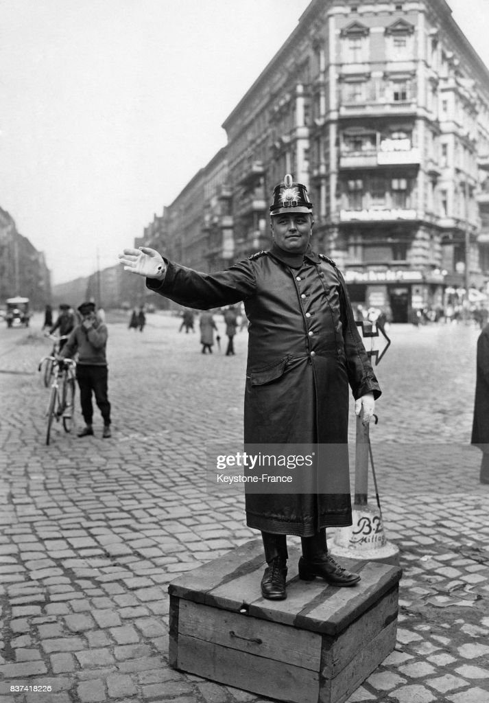 Un agent de la circulation berlinois : Nachrichtenfoto