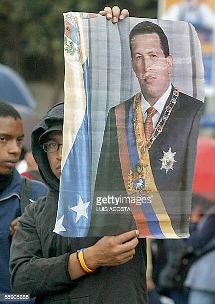 Un estudiante Universitario carga un afiche con el retrato del presidente de Venezuela Hugo Chavez durante un paro nacional de trabajadores en Bogota...