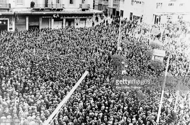 Un grand rassemblement sur la place Sintagma à Athènes Grèce le 9 mars 1935