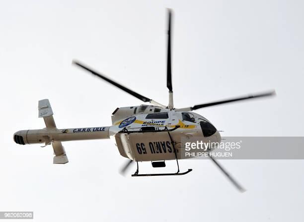 Un hélicoptère du Samu dépose un blessé près de l'hôpital Jeanne de Flandre, le 17 Juin 2011 à Lille. AFP PHOTO / PHILIPPE HUGUEN