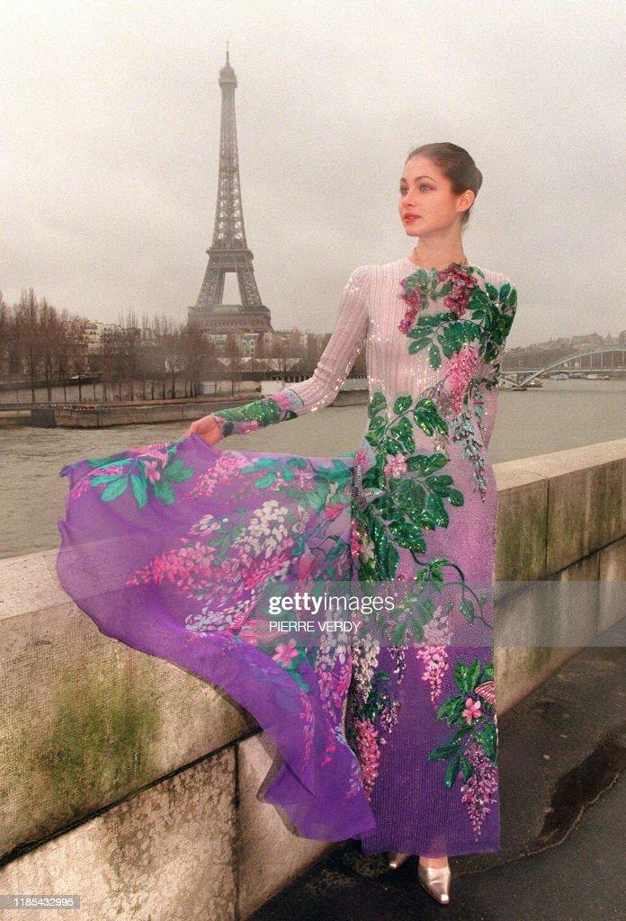 Un Mannequin De La Maison De Couture Hanae Mori Presente En News Photo Getty Images