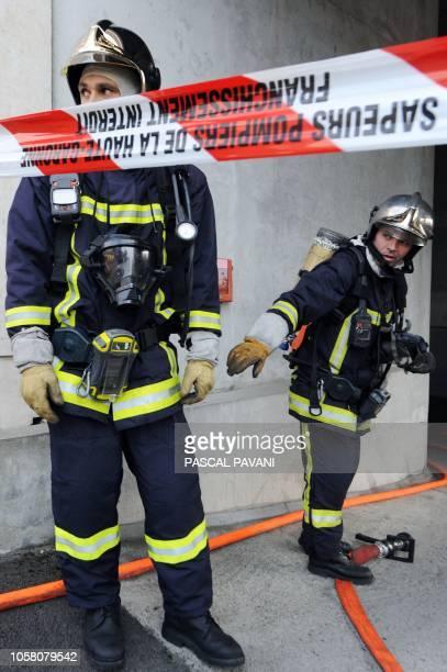 Un nouvel outil de géolocalisation pour aider les pompiers en intervention Des pompiers participent le 18 novembre 2009 à Colomiers à un exercice de...