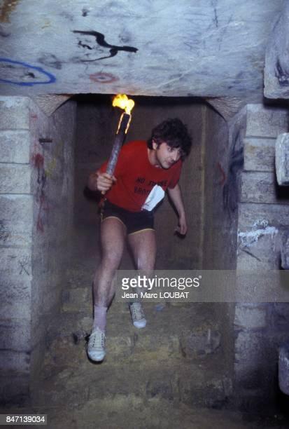 Un passage difficile dans le Marathon des Catacombes en 1984 a Paris France