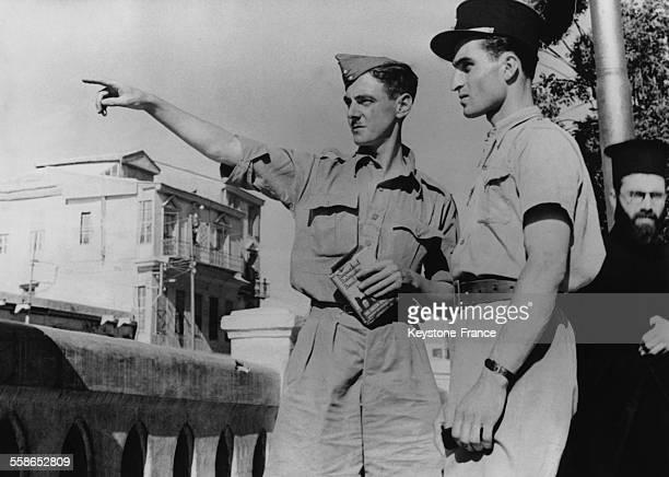 Un sergent et un sapeur britannique visitent Damas en touristes en juin 1942 a Damas Syrie