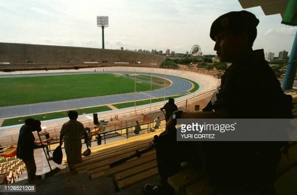 Un soldado del ejercito venezolano vigila desde las graderias las instalaciones del Estadio 'Pachencho' Romero 07 de Agosto donde seran inaugurados...