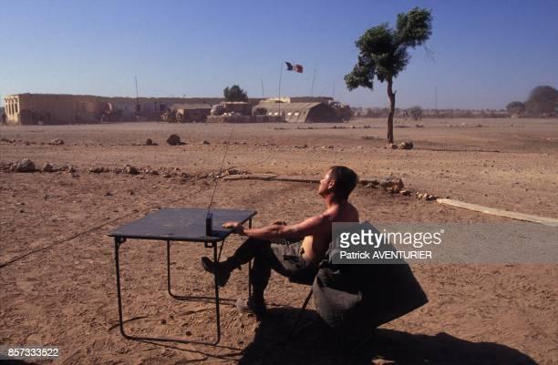 Un soldat de l'armee francaise a Hodur pour l'operation militaire Restore Hope en janvier 1993 en Somalie