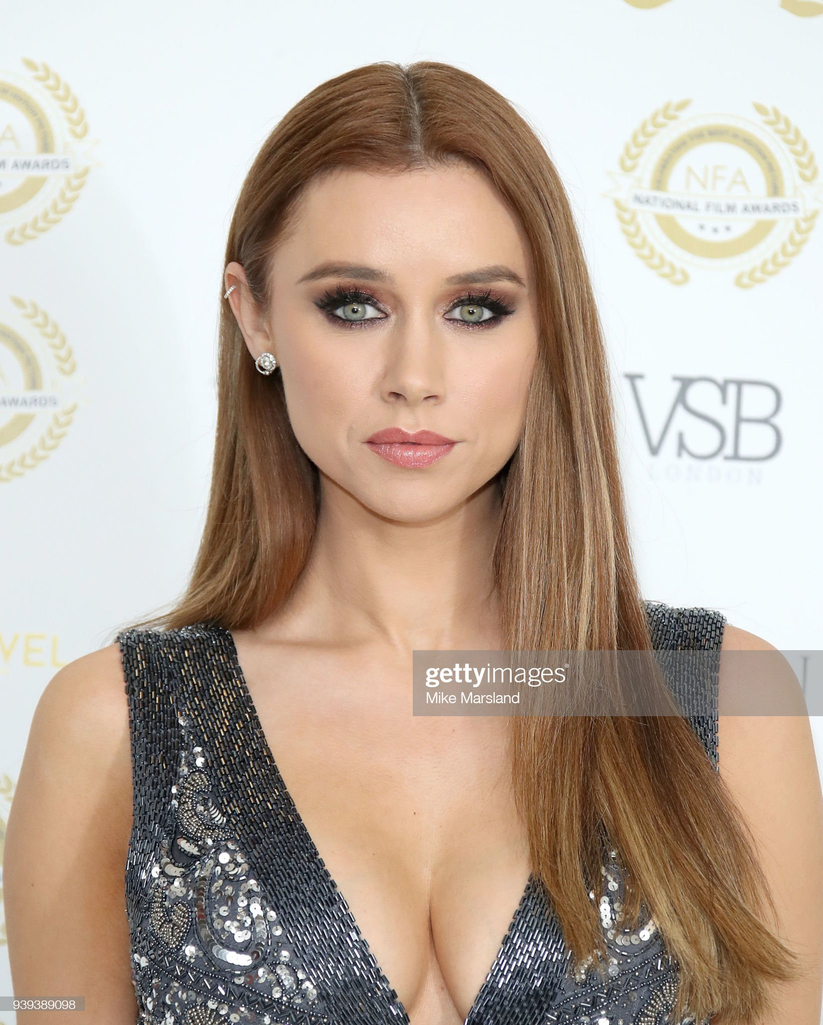 Ojos verdes - Famosas y famosos con los ojos de color VERDE Una-healy-attends-the-national-film-awards-uk-at-portchester-house-on-picture-id939389098?s=2048x2048