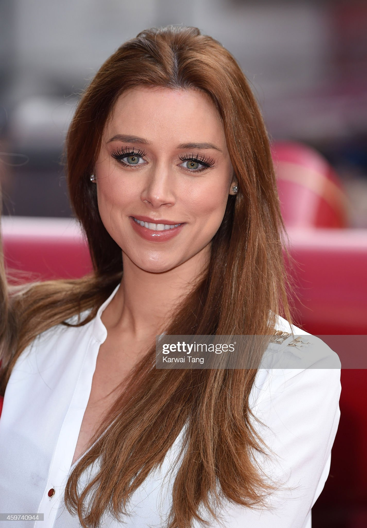 Ojos verdes - Famosas y famosos con los ojos de color VERDE Una-healy-attends-the-uk-premiere-of-get-santa-at-vue-west-end-on-30-picture-id459740944?s=2048x2048