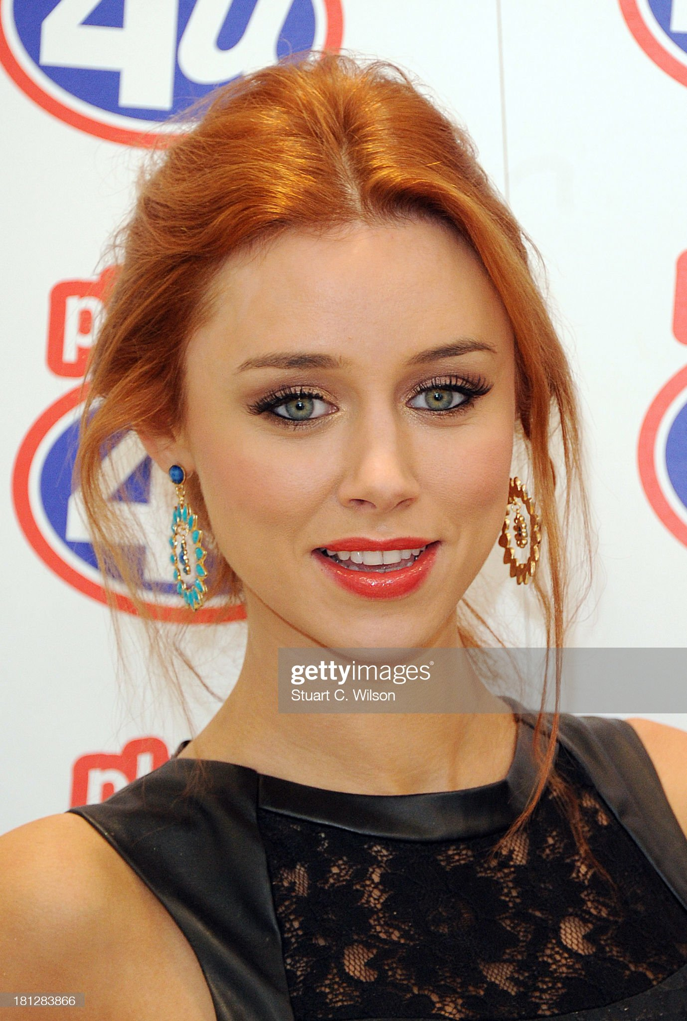 Ojos verdes - Famosas y famosos con los ojos de color VERDE Una-healy-of-the-saturdays-attends-a-photocall-to-promote-the-phones-picture-id181283866?s=2048x2048