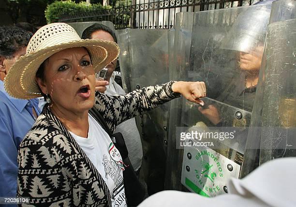 Una simpatizante del ex candidato presidencial del Partido de la Revolucion Democratica Andres Manuel Lopez Obrador participa de una protesta cuando...