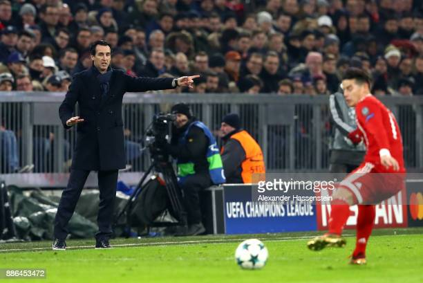Unai Emery coach of PSG gives his team instructions during the UEFA Champions League group B match between Bayern Muenchen and Paris SaintGermain at...