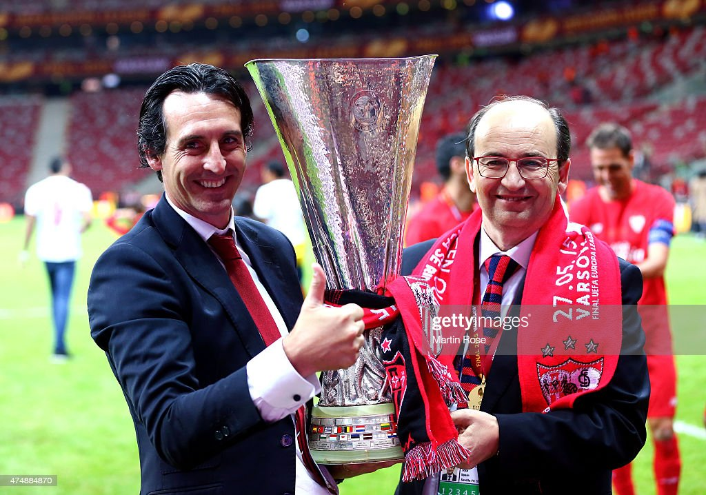 Unai Emery (L), coach of Sevilla poses with Sevilla President Jose Castro and the trophy after the UEFA Europa League Final match between FC Dnipro Dnipropetrovsk and FC Sevilla on May 27, 2015 in Warsaw, Poland.