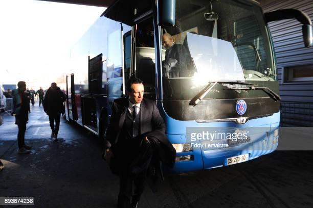 Unai Emery Entraineur du PSG arrives at the Roazhon stadium during the Ligue 1 match between Stade Rennes and Paris Saint Germain at Roazhon Park on...