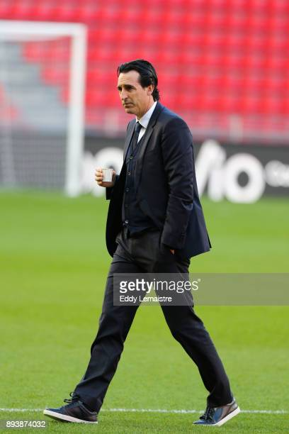 Unai Emery Entraineur du PSG on the pitch before the match during the Ligue 1 match between Stade Rennes and Paris Saint Germain at Roazhon Park on...