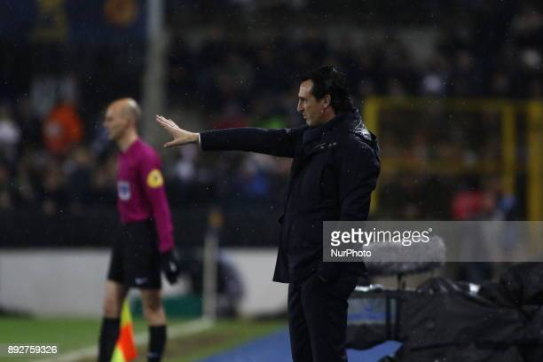 Unai Emery head coach of PSG gives his instructions during the french League Cup match Round of 16 between Strasbourg and Paris Saint Germain on...