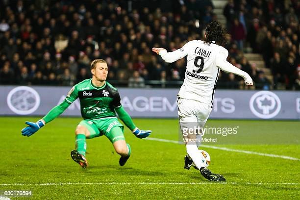 Unai Emery headcoach of Paris Saint Germain and Karl Johan Jonhsson of Guingamp during the French Ligue 1 match between Guingamp and Paris Saint...