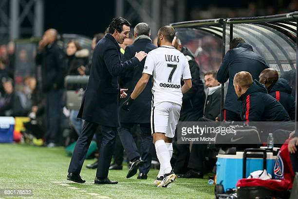 Unai Emery headcoach of Paris Saint Germain and Lucas Moura of Paris Saint Germain during the French Ligue 1 match between Guingamp and Paris Saint...