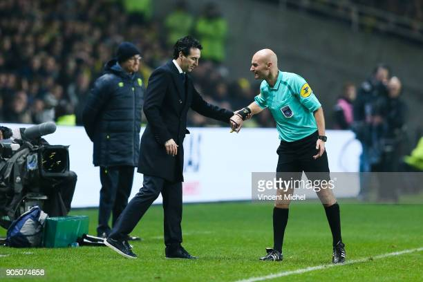 Unai Emery headcoach of Paris Saint Germain and Tony Chapron referee during the Ligue 1 match between FC Nantes and Paris Saint Germain at Stade de...