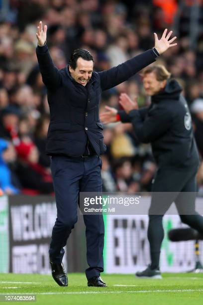 Unai Emery Manager of Arsenal celebrates their first goal during the Premier League match between Southampton FC and Arsenal FC at St Mary's Stadium...