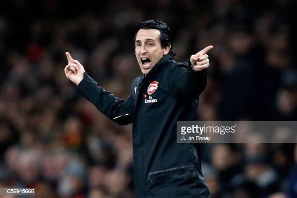 Unai Emery Manager of Arsenal gives his team instructions during the Premier League match between Arsenal FC and Liverpool FC at Emirates Stadium on...