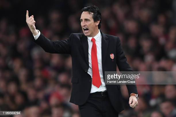 Unai Emery, Manager of Arsenal gives his team instructions during the Premier League match between Arsenal FC and Southampton FC at Emirates Stadium...