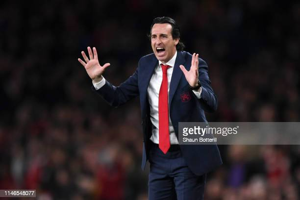 Unai Emery Manager of Arsenal gives instructions during the UEFA Europa League Semi Final First Leg match between Arsenal and Valencia at Emirates...