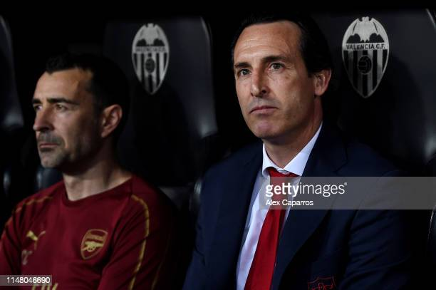 Unai Emery Manager of Arsenal looks on prior to the UEFA Europa League Semi Final Second Leg match between Valencia and Arsenal at Estadio Mestalla...