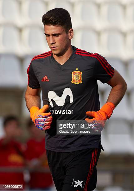 Unai Simon of Spain warms up during the 2019 UEFA Under 21 qualifier match between Spain U21 and Albania U21 at Nuevo Arcangel Stadium on September 6...