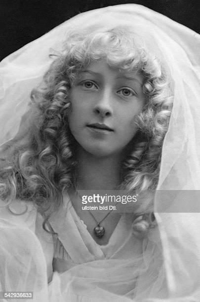 Unbekannte junge blonde Tänzerin das 'Wunder von Lupin'Porträt1908veröffentlicht Berliner Illustrirte Zeitung BIZ 23/1909Foto Lützel