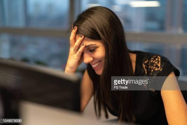 incredibile shock da donna d'affari - errore foto e immagini stock