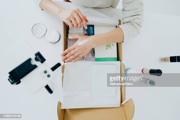 unboxing skincare products - unboxing stock pictures, royalty-free photos & images