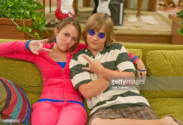 """Uncle Earl"""" - Miley is extra nervous for her next concert when she finds out that harsh and mean critic, Byron Brooks will be reviewing it. Her plan..."""
