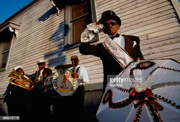 """""""uncle lionel"""" batiste and the treme brass band - ブラスバンド ストックフォトと画像"""