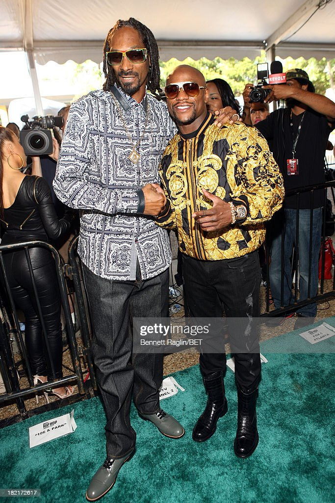 Uncle Snoop (L) and professional boxer Floyd Mayweather attend the BET Hip Hop Awards 2013 at Boisfeuillet Jones Atlanta Civic Center on September 28, 2013 in Atlanta, Georgia.