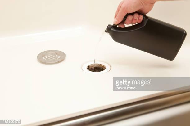 Désincrustant douche avec écoulement liquide de nettoyage