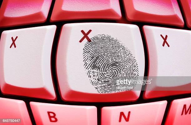 XXX und Fingerabdruck auf einer Computertastatur Erotik im Internet