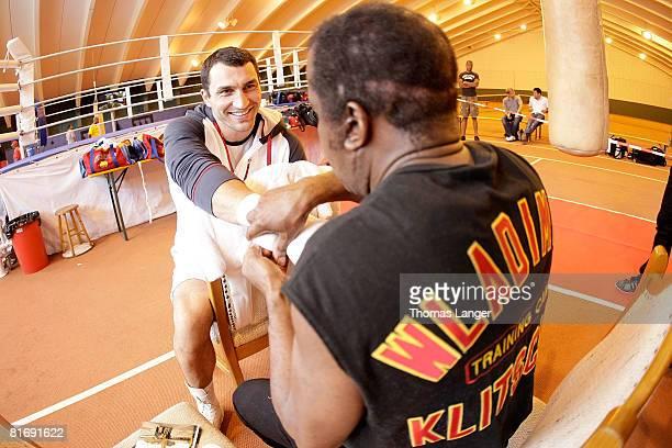 Und WBO World Heavyweight Champion Wladimir Klitschko of Ukraine gets his hands taped by coach Emanuel Steward prior to a training session on June...