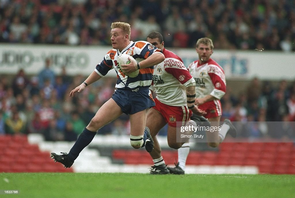Paul Newlove of Featherstone Rovers powers forward during the Second Division Premiership final against Workington. Featherstone Rovers won the match 20-14. \ Mandatory Credit: Simon Bruty/Allsport