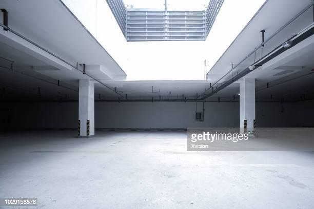 under ground parking lot for car commercial background - autobergplaats stockfoto's en -beelden